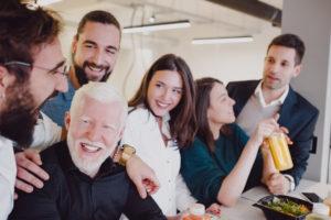 従業員の笑顔が増えれば離職率低下に繋がる