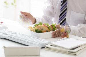 プチ社食で昼食補助の導入が健康経営の未来を左右する?!